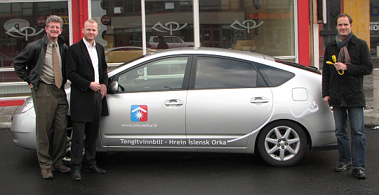 Felix with new PHEV-owner and driving.is organizer in Iceland Sept 2007