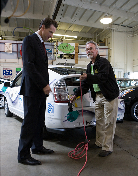SF Mayor Gavin Newsom and Pat Cadam of Pat's Garage inspect the city's new plug-in Priuses